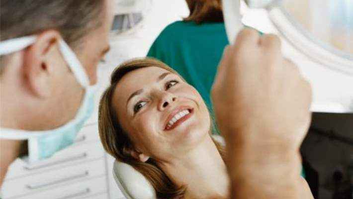 Diş Beyazlatmak İçin Doğru Doktoru Seçerken Unutulmaması Gerekenler