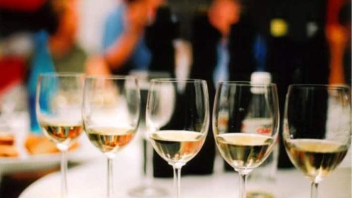 Fazla Beyaz Şarap Dişlerinize Zarar Verebilir