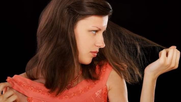 Saçlarınızın  Canlı Ve Harika Görünümünü Korumak İçin Nemlendirin
