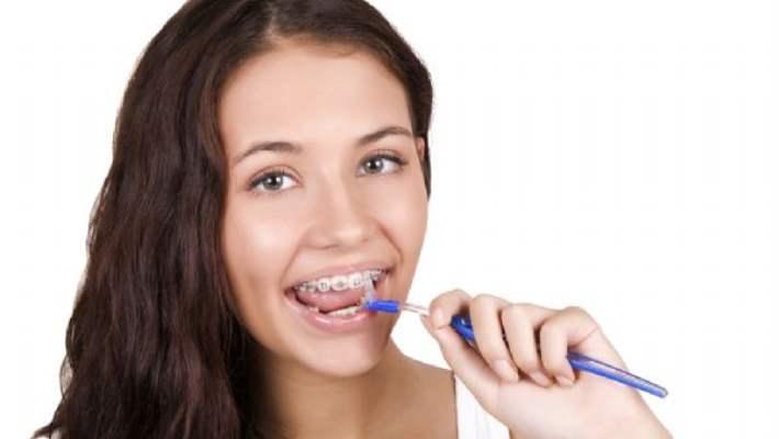 Diş Apsesi Hangi Belirtilerle Ortaya Çıkar?