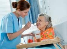 Yatan Hastanın Beslenmesi İhmal Ediliyor