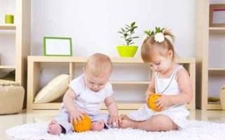 Bebeği rahatça soyup giydirmek için nasıl kıyafetler seçilmeli?