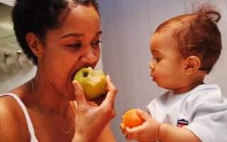 1 yaşındaki bebeklerin gelişimi hangi düzeydedir?