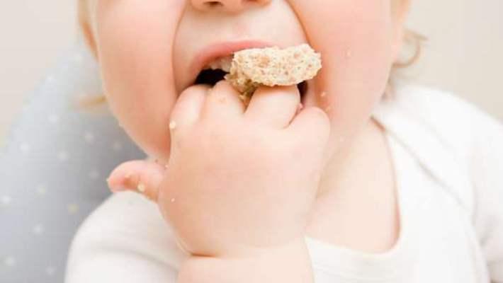 Bebeklerimize Tuzu Canlarının Çekmesini Mi Öğretiyoruz