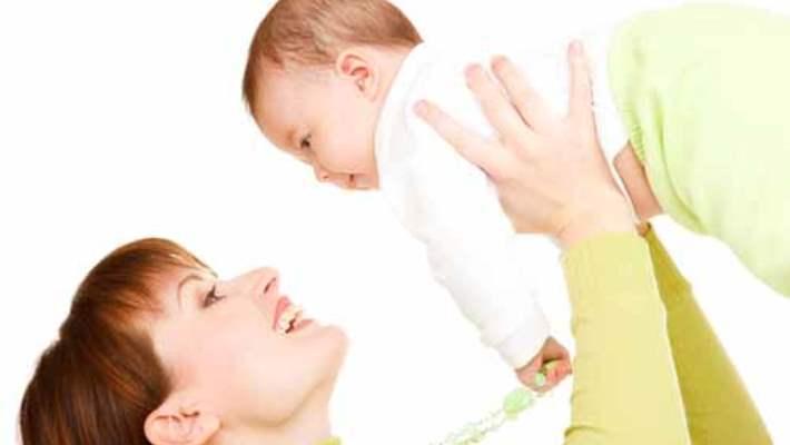 Yeni Doğan Bebekler Kucakta Nasıl Taşınır?