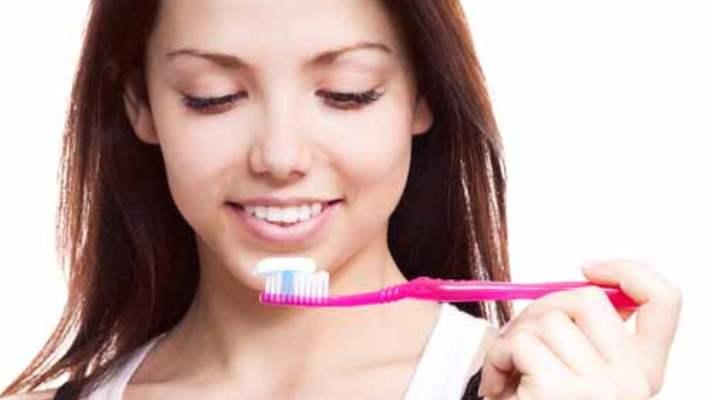 Ağız Kokusunu Önlemek İçin Dişler Nasıl Fırçalanmalı?