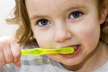Çocuklar için diş fırçası seçimi nasıl yapılmalı?