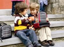 Okula başlayacak çocuklar için ayakkabı ve çanta seçimi