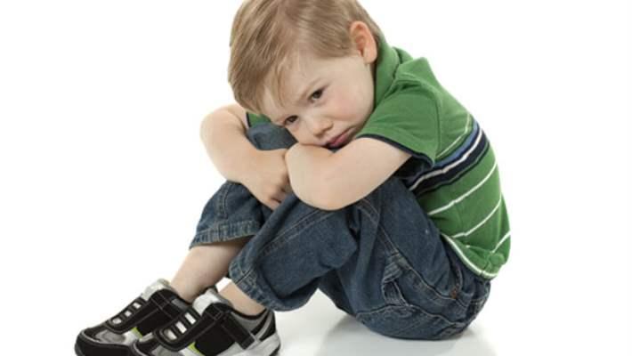 Tırnak Yiyen Çocuklara Acı Oje Sürmek Çözüm Müdür?