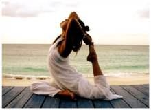 Tatillerde Yoga Yaparak Cildinizin Genç Görünmesini Sağlayın