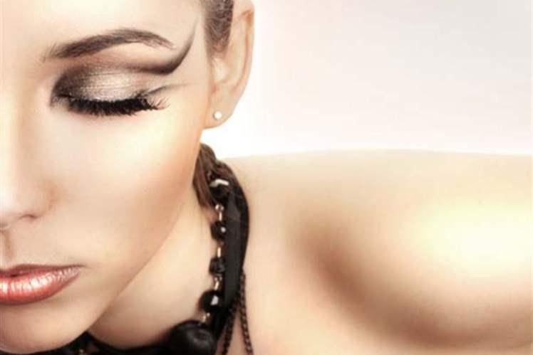 Arap Göz Makyajı Stilini Yeniden Yaratın