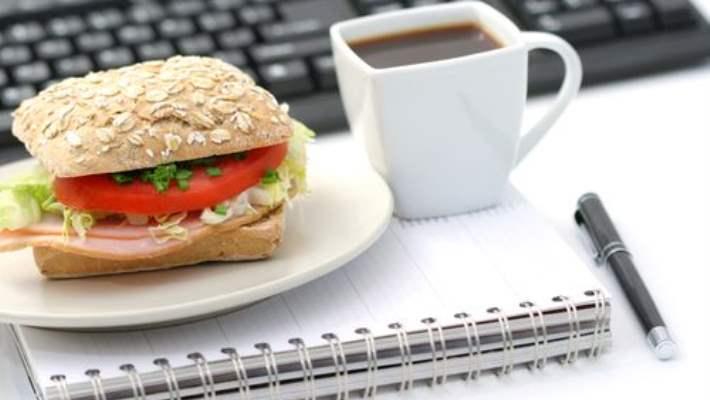 Çalışırken Yemek Yiyenler İçin 7 Tavsiye