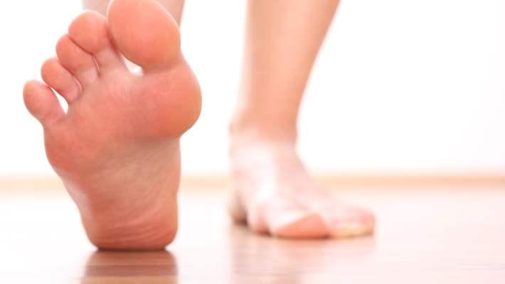Terleyen Ayaklar İçin Antiperspirant Kullanın