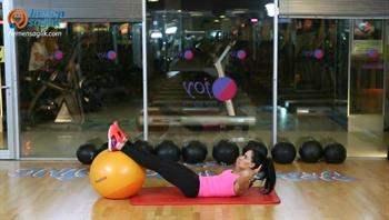 Karın ve kalçayı çalıştıracak kadınlara özel egzersiz programı